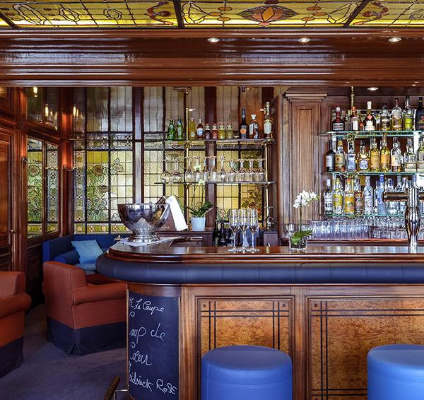 bar lounge le 12 2 lyon france. Black Bedroom Furniture Sets. Home Design Ideas