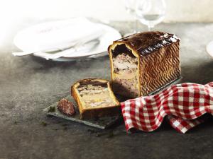Pâté en croûte au fois gras de canard et ris de veau - Joseph Viola © Julien Bouvier