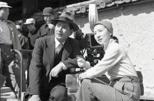 """Kinuyo Tanaka sur le tournage du film """"La Lune s'est levée""""  Nikkatsu"""