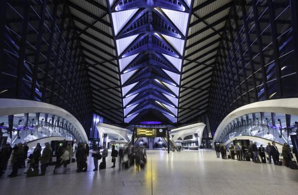 Gare SNCF de Lyon Saint-Exupéry © Spencer Lowell