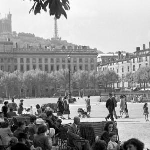 Robert Doisneau, Place Bellecour, Lyon 1950 (détail) © Atelier Robert Doisneau