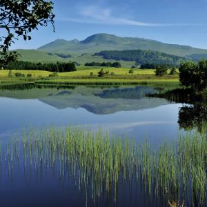 Lac dans le massif du Sancy en Auvergne © CRDTA/Joel Damase