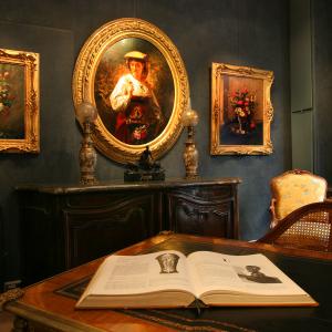 Antiques Auguste Comte street © Marie Perrin