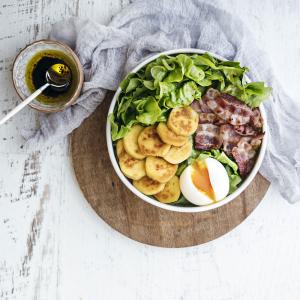Salade lyonnaise © Stéphanie Iguna - Food Factory