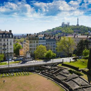 L'amphithéâtre des Trois-Gaules à la Croix-Rousse avec vue sur Fourvière © Gaël Fontaine