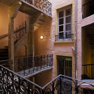 www.b-rob.com - Traboule 12 rue Fernand Rey