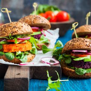 Veggie burgers © Sarsmis/Shutterstock.com