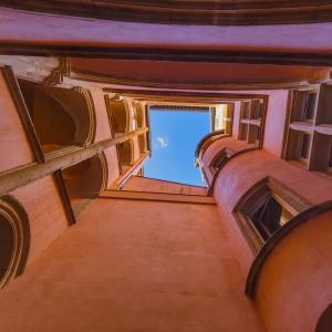 Old medieval courtyard traboule © Tatiana Popova/Shutterstock.com