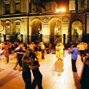 Tango Ball on Place des Célestins, during Tout l'Monde Dehors! Festival © Ville de Lyon