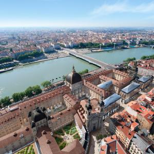 Grand Hôtel-Dieu and the Rhône River  © Vincent Ramet